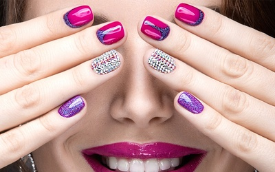 Gel Manicure + 1 Set of Nail Art or 1 Person