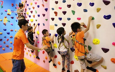 1-Hour Indoor Climbing Class for 2 Children