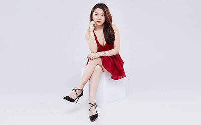 1-Hour Personal Studio Photoshoot + One (1) 8R Photo Poster Print for 1 Person