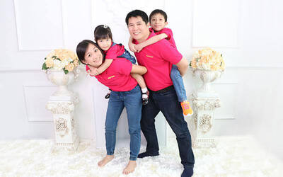[12.12] 1-Hour Family Indoor Photo Shoot for up to 5 People
