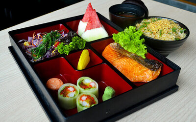 Tori / Sake / Saba Bento Set with Green Tea for 1 Person