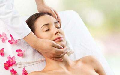 2-Hour Hydrating and Whitening Facial for 1 Person
