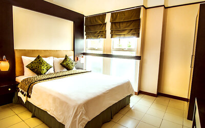 Bandung: 2D1N Stay in 2 Bedroom Executive Suite Room + Breakfast + Botram Package for 4 Person (Lunch/Dinner)