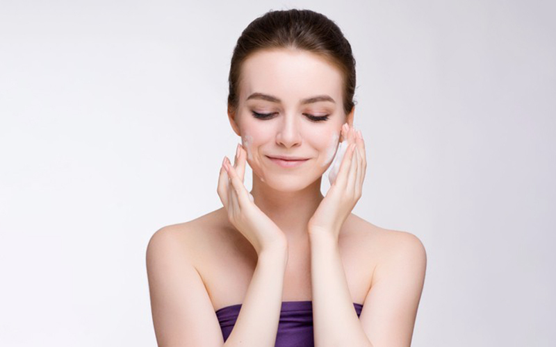 2-Hour Signature Hydrating Facial Treatment with Neck and Shoulder Hot Stone Massage for 1 Person