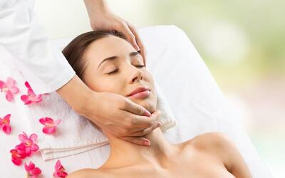 2-Hour Intensive Stem Cell Lift Treatment with Complimentary Double Mask + Hand Massage for 2 People
