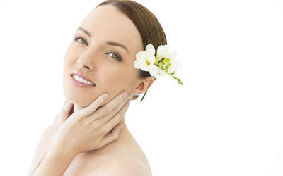 1.5-Hour Aromatherapy Facial for 1 Person