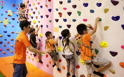 1-Hour Indoor Climbing Trial Class for 1 Child
