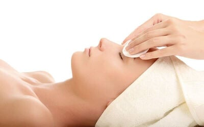 [Flash Deal] 2-Hour Lymphatic Facial Treatment with Hot Stone Back Massage for 1 Person