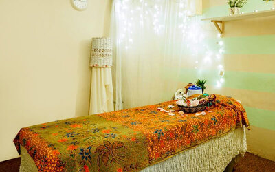 (Mon-Fri) 1.5-Hour Full Body Aromatherapy Massage with Foot Spa for 1 Person