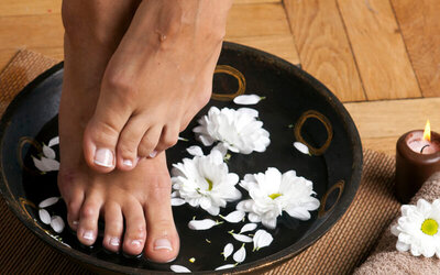 30-Minute Foot Soak with Herbs for 1 Person