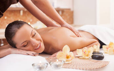 Traditional Ayurvedic Oil Massage + Complimentary Steam Bath for 2 People
