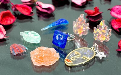 1.5-Hour Resin Jewellery Workshop for 1 Person