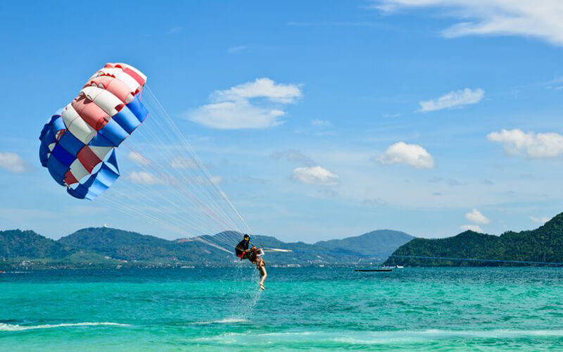 Paradise 101 Langkawi: Parasailing Sensation Single Flyer Package for 1 Person