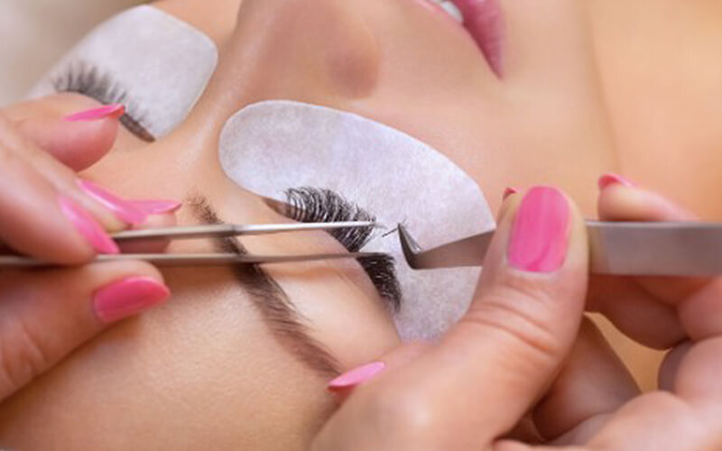 6D Eyelash Extension with Unlimited Lashes + Complimentary Eyebrow Shaping for 1 Person (1 Session)
