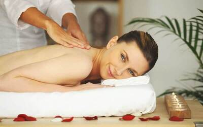 1x Aromatherapy Body Massage + Totok Wajah + Body Steam + Masker Payudara (120 menit)