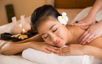 1-Hour Full Body Aromatherapy Massage for 2 People