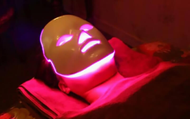 2-Hour Desse Light Facial Treatment for 1 Person