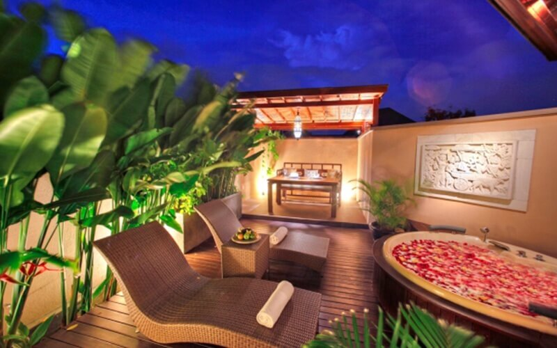 Bali: 3D2N Stay in 1-Bedroom Jetted Tub Suite with Breakfast for 2 People