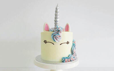 "One (1) 6"" 3D Unicorn / Giraffe Cake"