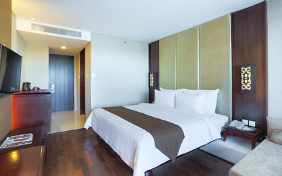 3D2N Deluxe Room + Breakfast + 1 Way Airport Transfer