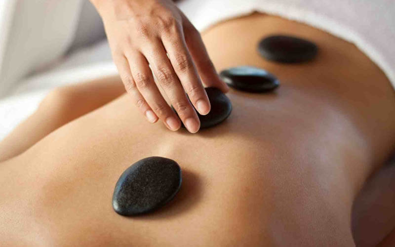 1x Hot Stone Therapy + The Balinese Spa Treatment Package: Free Mineral Foot Bath + Ratus  + Hot Shower  / Jacuzzi (120 Menit))