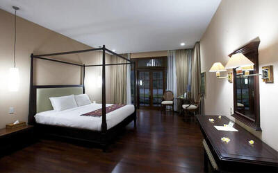 Sukabumi: 3D2N in Deluxe Room + Breakfast + 30 Minute Massage + Entrance Tiket to taman national halimun + 7 Waterfall