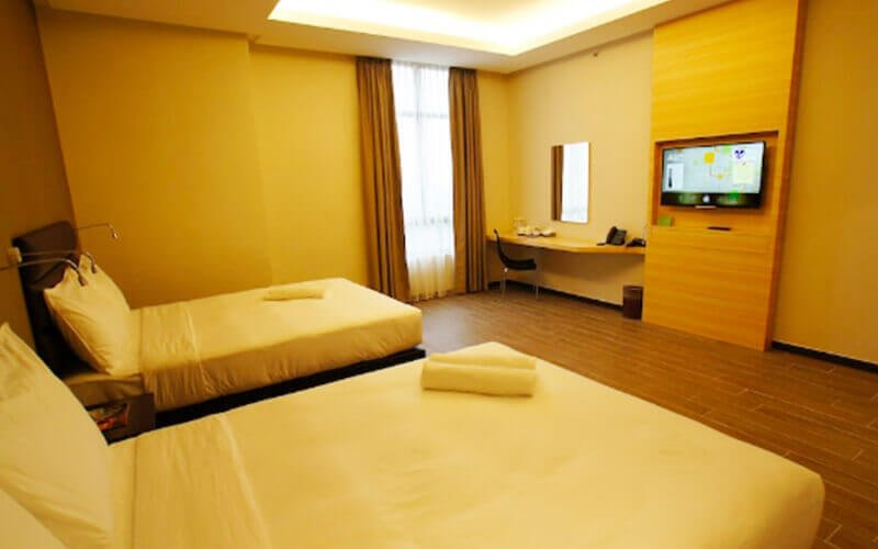 Ipoh: 2D1N Stay in Deluxe Quad Room + Breakfast + Tickets to Sunway Lost World Hot Springs Night Entrance for 4 People