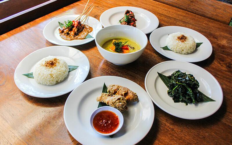 Set Menu Masakan Khas Indonesia untuk 2 Orang