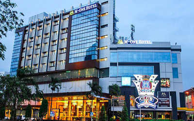 Batam: 2D1N Stay in Deluxe Room at M-One Hotel Harbour Bay + Breakfast + Return Ferry Transfer for 1 Person
