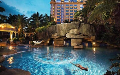Sunway: 2D1N Stay in Deluxe Room with Breakfast and Sunway Lagoon 1-Day Pass for 2 People