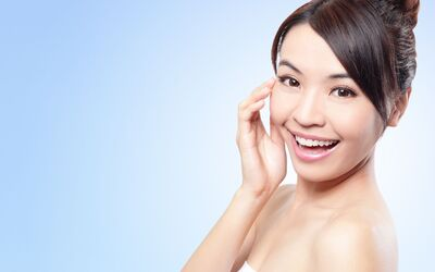 1.5-Hour E-Maxilite Facial for 1 Person