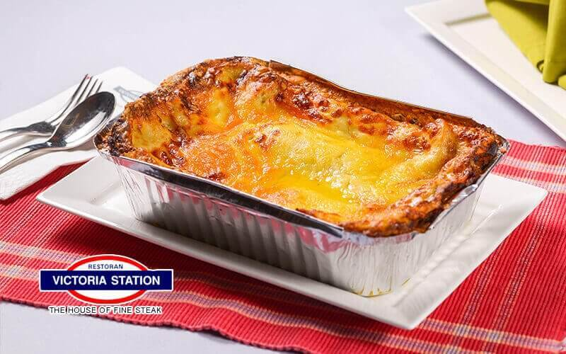 Victoria Station: Beef Lasagna for 4 - 5 People