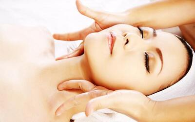 1.45-Hour Acne Skin Treatment with Aroma Hand Massage for 1 Person