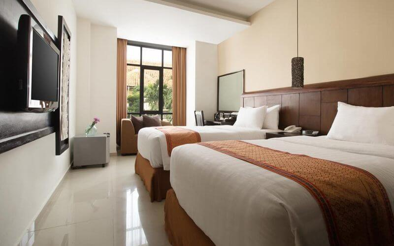Kuta: 5D4N in Superior Room Breakfast + 1x Airport Transfer + 1x Afternoon Tea