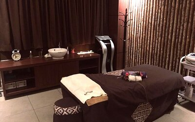2-Hour Cosmecnique Professional Aromatic Skin Treatment with Head Wood tools Aromatherapy Scalp Massage for 1 Person