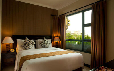 Tanjung Duren: 2D1N in Business Suite + Breakfast (Weekdays: Minggu - Kamis)