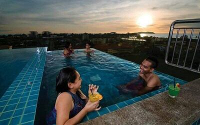 3-Hour Swimming with Snacks and Drinks for 1 Person