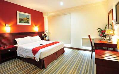 Johor Bahru: 2D1N Stay in Deluxe Room with Breakfast for 2 People