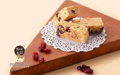 Original Cake: One (1) Signature Cranberries Snowflake Crisp