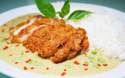Green Curry Rice with Thai-Style Fried Chicken + Drink / Ruby Dessert for 1 Person