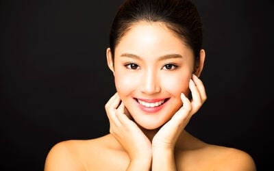 Sat - Sun: 2-Hour Intensive Hydrating Facial with Crystal Ball Therapy for 1 Person