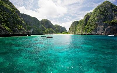 Phuket: Koh Phi Phi Maya Bay and Khai Island by VIP Speed Boat with Lunch for 1 Person