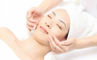 2.5-Hour Aqua Re-Balance Facial + Eye and Neck Treatment for 1 Person