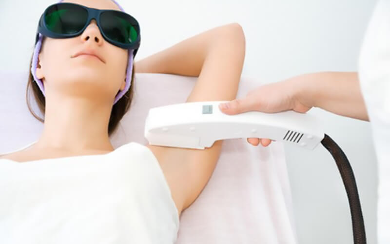 IPL Underarm Hair Removal for 1 Person (2 Sessions)