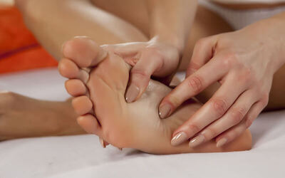 1x Foot & Shoulder Massage + Foot Scrub & Mask + Foot Bath (115 menit)