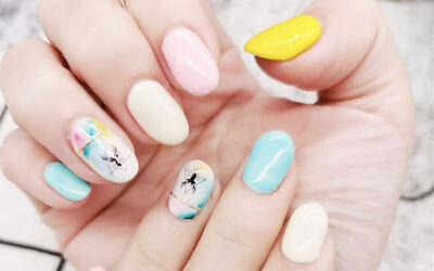 Gel Manicure with Nail Art + Foot Spa for 1 Person