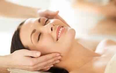 1.5-Hour Rainbow Light Therapy Facial for 1 Person