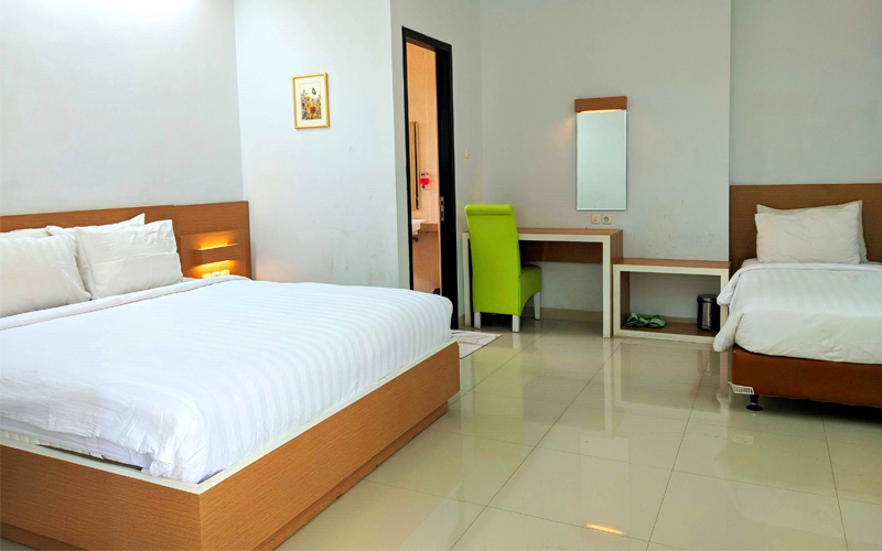 Malang: 2D1N at Family Room + Breakfast (for 3 pax)