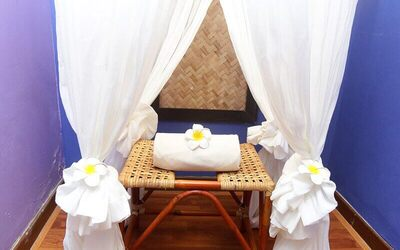1.5-Hour Bertangas (Feminine Steaming Treatment) with Back and Face Massage for 1 Person