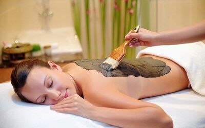 Aromatherapy and Lemongrass Body Scrub Treatment